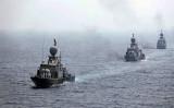 2020年9月、ホルムズ海峡付近で演習を行うイラン海軍(Photo by -/Iranian Army office/AFP via Getty Images)