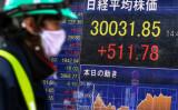 日経平均株価が30年ぶりに3万円超えを記録した(Photo by Kazuhiro NOGI / AFP) (Photo by KAZUHIRO NOGI/AFP via Getty Images)