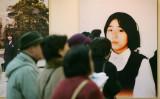 2006年、東京で開かれた拉致問題パネル展に参加する人々(KAZUHIRO NOGI/AFP via Getty Images)
