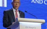 2018年6月3日、シンガポールで開催されたIISSシャングリラダイアログ第17回アジア安全保障サミットで、フィリピンのデルフィン・ロレンザナ国防長官が演説(NICHOLAS YEO/AFP via Getty Images)。