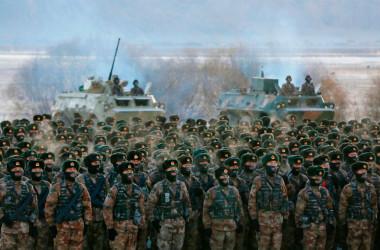 訓練中の中国人民解放軍(Photo by STR/AFP via Getty Images)