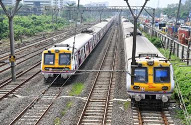2020年10月12日、インド・ムンバイで大規模な停電が発生し、鉄道の運行が一時停止となった(INDRANIL MUKHERJEE/AFP via Getty Images)