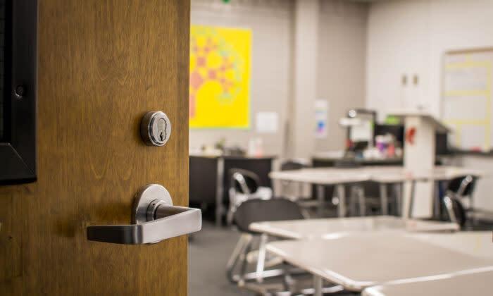 教室の入り口(Jazmine Thomas/Shutterstock)