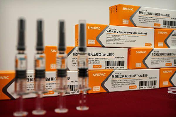 中国シノバック社の新型コロナワクチン(Kevin Frayer/Getty Images)