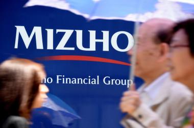 みずほ銀行ではたびたびシステム障害が発生している(Photo credit should read TORU YAMANAKA/AFP via Getty Images)