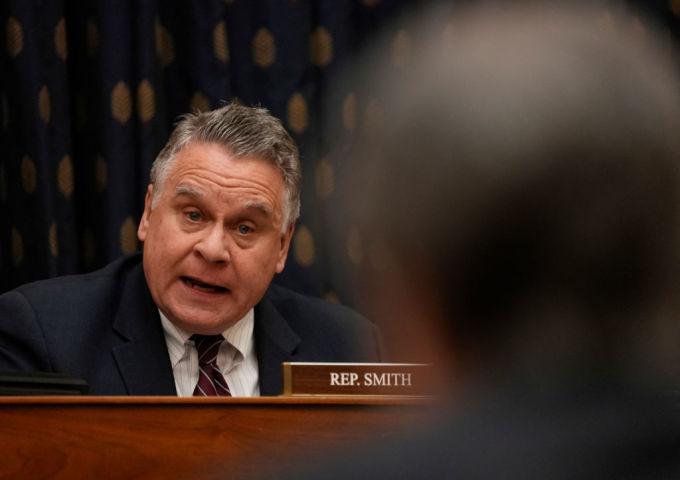 クリス・スミス米上院議員ら超党派は3月初旬、中国を念頭にした臓器強制摘出停止法案を上・下院に提出した。( KEN CEDENO/POOL/AFP via Getty Images)