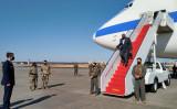 横田基地に到着したオースティン国防長官 (Photo by SYLVIE LANTEAUME/AFP via Getty Images)