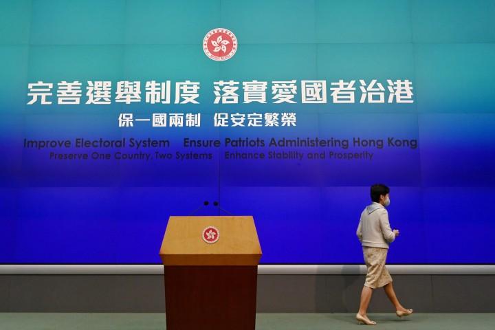 全人代で香港の選挙制度について変更が行われた後、林鄭月娥・香港特別行政区行政長官は記者会見を行った(宋碧龍/大紀元)