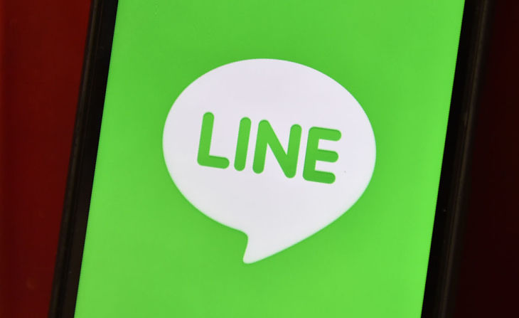 8600万人ものユーザを抱える大手通信アプリ「LINE」に対して、総務省は26日、同アプリを運営するLINE株式会社に行政指導を行った(Photo credit should read KAZUHIRO NOGI/AFP via Getty Images)