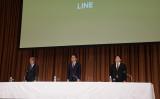 会見に臨む出澤剛社長(中)、舛田淳取締役(右)、池邉智洋上級執行役員(左)(LINE提供)