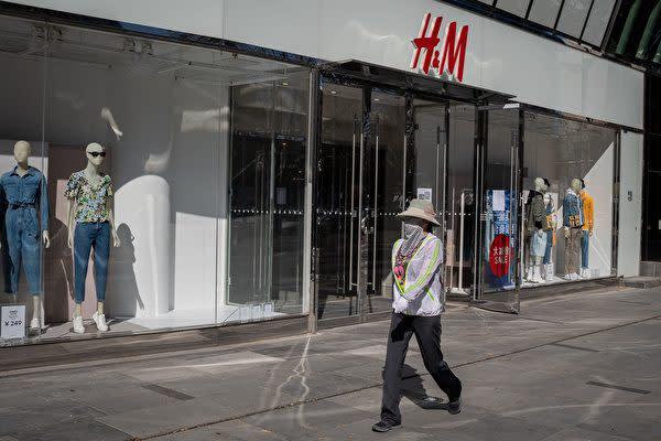 2021年3月、北京市にあるH&Mの店舗(NICOLAS ASFOURI/AFP via Getty Images)