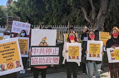 2月、ミャンマーでクーデターが発生した後、在米ミャンマー人はロサンゼルスの中国総領事館の前で、中国当局がミャンマー国軍を支援しているとして抗議活動を行った(徐綉恵/大紀元)
