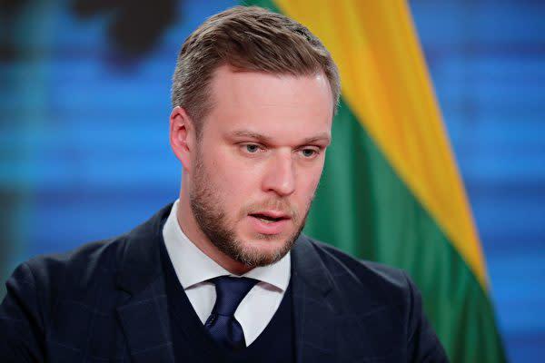 2021年3月17日、ドイツ訪問中のリトアニアのガブリエリュス・ランズベルギス外相が記者会見に臨んだ(HANNIBAL HANSCHKE/POOL/AFP via Getty Images)