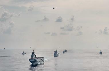 訓練最終日、5か国の艦船及び作戦機が一同に会した(海上自衛隊公式ツイッターより)