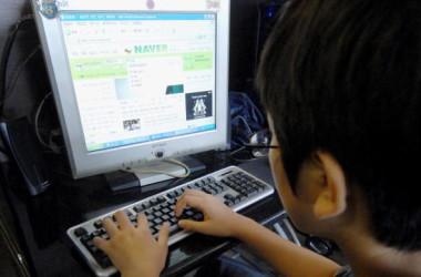 米サイバー専門家の研究報告によると、中国では約2000万人以上の「ネットワーク文明ボランティア」と呼ばれる世論工作員がいる。イメージ写真((JUNG YEON-JE/AFP/Getty Images)
