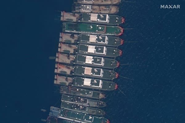 中国は最近、係争海域に船を集結させていることで、フィリピンから強い抗議の声が上がっている。 写真は、2021年3月23日、南シナ海ウィットサン礁近海に集結する中国船団