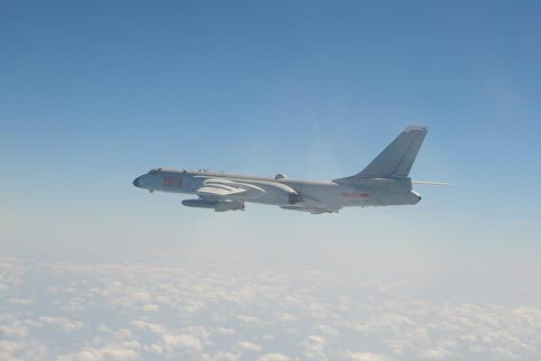 2021年4月12日、過去最多となる計25機の中国軍の戦闘機などが台湾の防空識別圏(ADIZ)に侵入した。写真は中国の戦略爆撃機「轟6K(H‐6K)」(台湾の国防部)