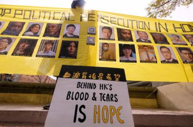 米カリフォルニア州で3月7日、香港の自由と民主の危機を訴える人々による行進(RINGO CHIU/AFP via Getty Images)