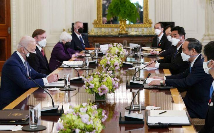 菅義偉首相は4月16日午後(日本時間17日午前)、バイデン米大統領と米ワシントンのホワイトハウスで会談した(Getty Images)