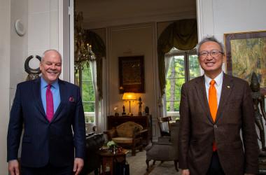 駐仏米国大使ブライアン・アギラー氏は4月30日、駐仏台湾代表の呉志中氏を招き昼食会を行なった(U.S. Embassy France)(U.S. Embassy France)