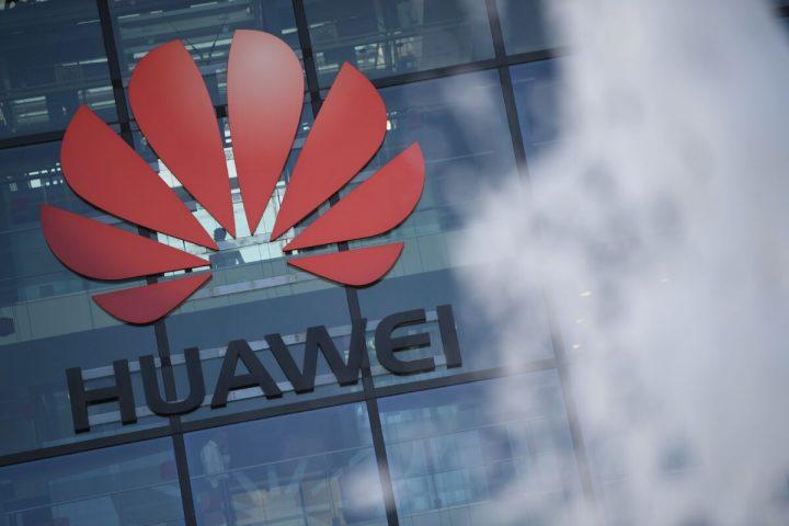 ロンドンから西約70キロのレディングにある中国通信機器最大手・華為技術(ファーウェイ)の英国拠点のロゴ=2020年1月28日(DANIEL LEAL-OLIVAS/AFP via Getty Images)