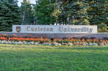 カナダの首都オタワにあるカールトン大学の孔子学院のジャスティン・リー(Justin Li)院長は、同院は中国政府と関係ないと主張した。写真はカールトン大学(shutterstock)