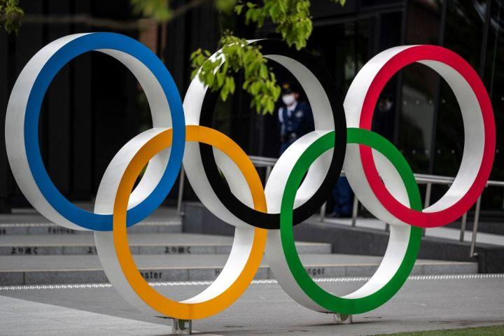 東京国立競技場にあるオリンピックのロゴ(Photo by CHARLY TRIBALLEAU/AFP via Getty Images)