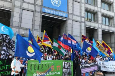 国連大学前で集会を行う各団体。(王文亮/大紀元)