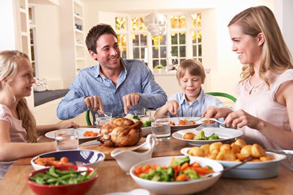 体の免疫力を高める最良の方法は、普段の食事で必要な栄養を摂ることです。(Shutterstock)