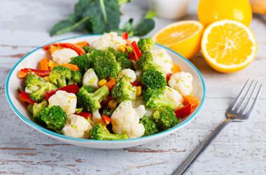 カリフラワーは体内ガスを増やすので、お腹が張るときは避けたい野菜です。(Shutterstock)