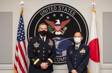 4月22日、航空自衛隊の井筒俊二航空幕僚長は訪問した米国宇宙軍司令官のジェームズ・ディキンソン陸軍大将と会談し、日米の宇宙統合・協力の将来像について意見交換を行った(U.S. Air Force Staff Sgt. Dennis Hoffman)