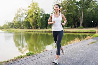 ゆっくり走るジョギングは、ダイエットに最適。初心者でも1~2週間後から効果が現れます。(Shutterstock)