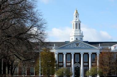 マサチューセッツ州ケンブリッジにあるハーバード大学のキャンパス。2020年4月22日撮影(Maddie Meyer/Getty Images)