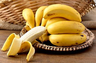 バナナやホウレンソウなど、日常よく食べる野菜にもカリウムは含まれています。(Shutterstock)