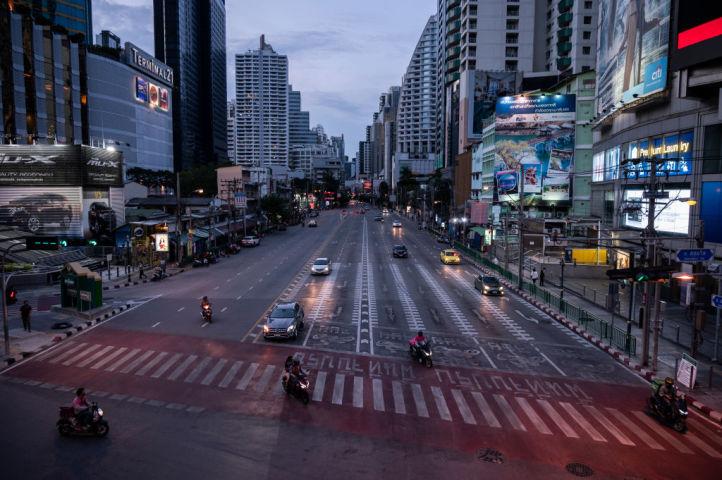 タイ・バンコクにあるビジネス街の中心部。2021年5月20日撮影(Photo by Sirachai Arunrugstichai/Getty Images)