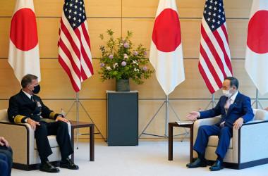6月1日、菅義偉首相とジョン・アクイリノ米インド太平洋軍司令官が、総理大臣官邸で会談(Photo by FRANCK ROBICHON/POOL/AFP via Getty Images)
