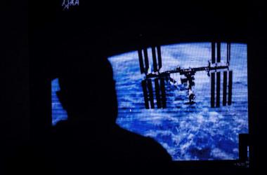 ケニア共和国初の人工衛星「1KUNS-PF」。国連宇宙局(UNOOSA)と日本宇宙航空研究開発機構(JAXA)が途上国の宇宙技術開発を支援する「KiboCUBE」プログラムのもとで開発された(Photo credit should read YASUYOSHI CHIBA/AFP via Getty Images)