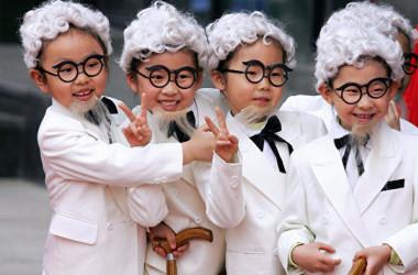 5月31日、中国共産党は子どもを3人まで持てる「三人っ子政策」を発表。最近の国内調査で、人口最多国である中国の出生率が急激に低下していることが背景にある。(AFP/AFP via Getty Images)