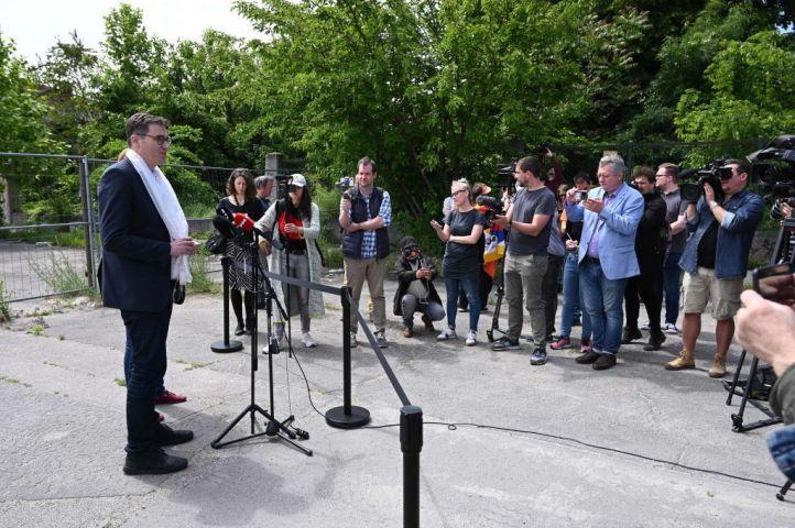ハンガリー首都ブダペスト市のカラーチョニ・ゲルゲイ市長は3日、中国復旦大学の予定地の道路改称について、記者会見を開いた(ATTILA KISBENEDEK/AFP via Getty Images)