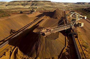 オーストラリア西部ピルバラ地区にある鉄鉱石の採掘場(Christian Sprogoe/AFP via Getty)