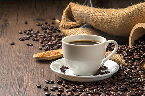 朝食の前にコーヒーを飲むと、血糖値の上昇に影響を与える場合があります。 (Shutterstock)