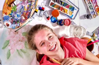子どもたちが興味のあることにチャレンジできるよう、応援してあげましょう(Poznyakov/Shutterstock)