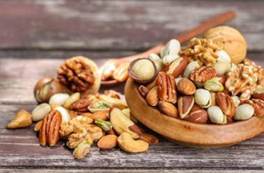 適量のナッツ類を毎日食べることで、ガンの発生を抑制できると言われています。(Shutterstock)