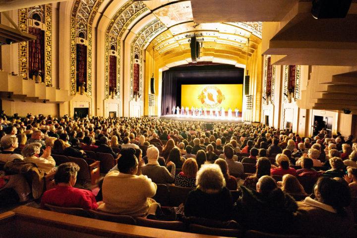 コネチカット州ハートフォード市のブッシュネル舞台芸術センターで行われた神韻公演のカーテンコール=2020年2月8日(Edward Dye/The Epoch Times)