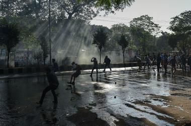 バングラデシュは2017年、石炭発電建設に対して環境保護を重んじる市民らから強い抗議が巻き起こった。周辺には、世界有数のマングローブがある(Photo credit should read STR/AFP via Getty Images))