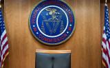米FCCは国内小規模通信事業者に対して、ファーウェイなどの機器を撤去・交換するために補助金を提供すると発表した (Photo credit should read BRENDAN SMIALOWSKI/AFP via Getty Images)