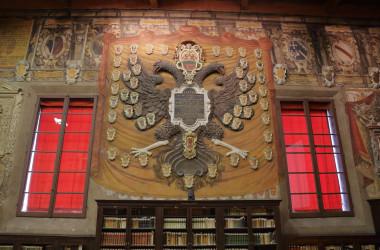 ヨーロッパ最古と言われるボローニャ大学の大学棟アルキジンナジオ(ironstuff / PIXTA)
