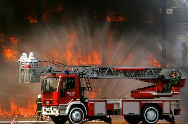 消火活動に当たっている中国の消防車。参考写真(China Photos/Getty Images)
