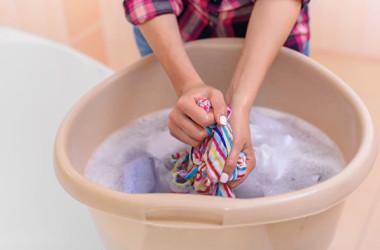 新しい衣服にはホルムアルデヒドが含まれている場合がありますので、着用する前に、洗濯することをお勧めします。(Shutterstock)