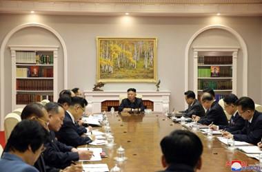 2021年6月16日、北朝鮮の金正恩・朝鮮労働党総書記が党内会議を主宰した(Photo by STR / KCNA VIA KNS / AFP)
